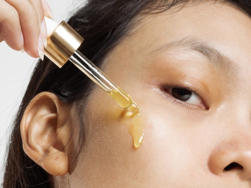 How To Use Essential Oils For Skin Tightening