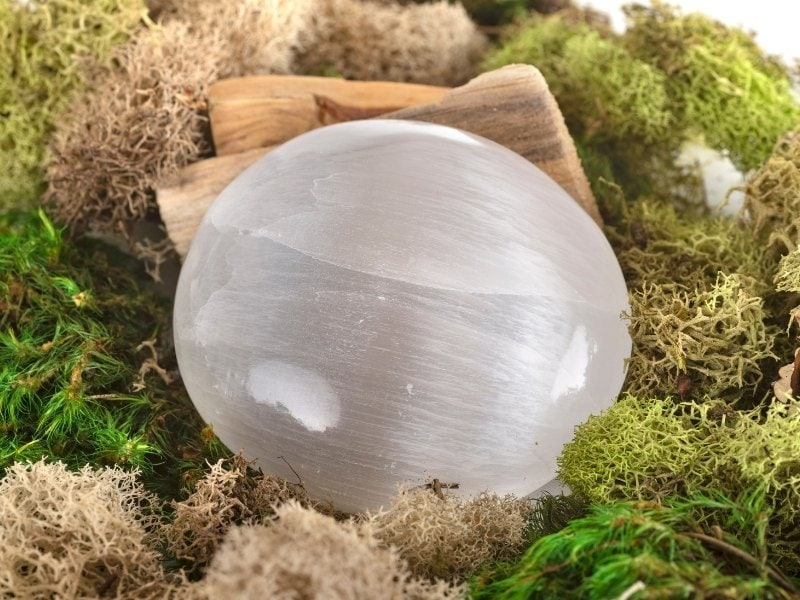 Selenite Healing Properties And How To Use It